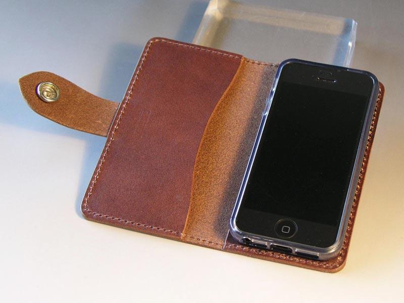 8786a3753e サドルレザー iPhone SE / 5Sケース(スタッズ)+ナスカン手帳型/GREEN ...